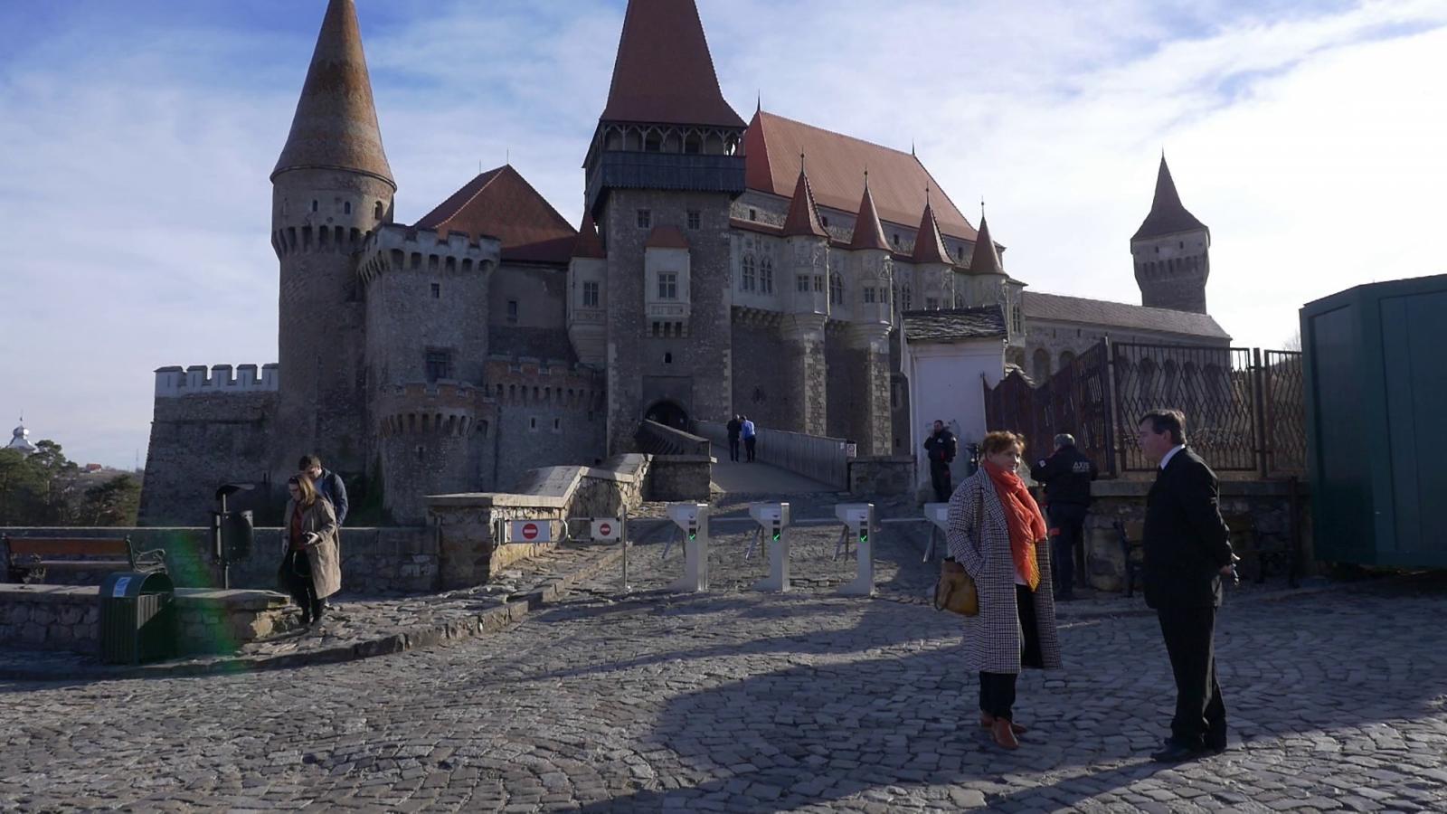 Megérkeztünk a vár elé
