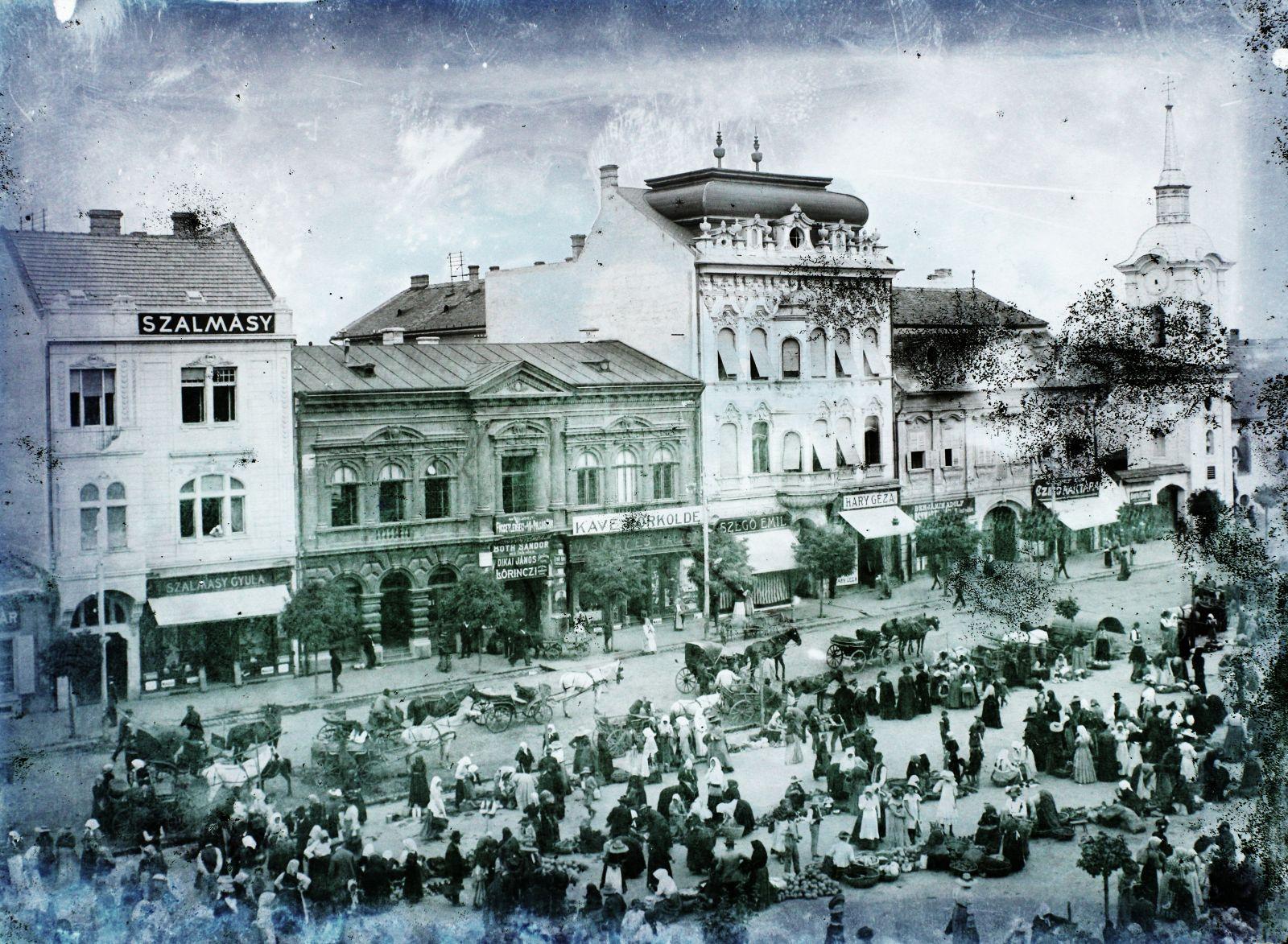 Marosvásárhely főtere, amely piactérként is működött   Forrás: Fortepan