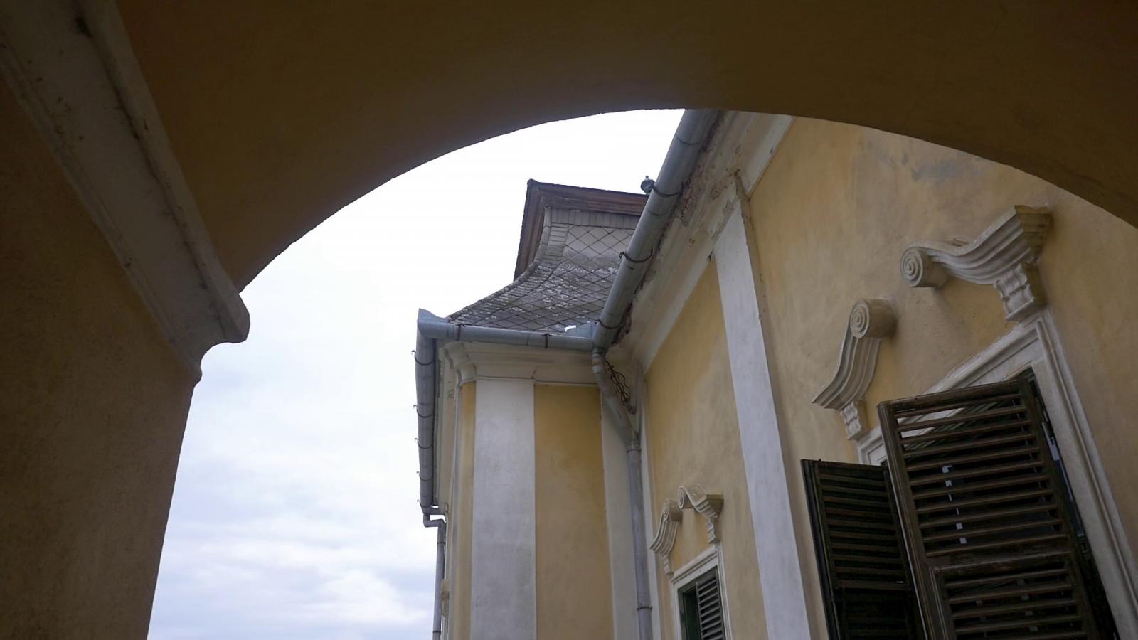 A jobb időkre váró kastély