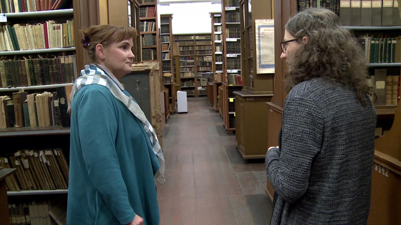 Gordán Edinával, a Bethlen Gábor Dokumentációs Könyvtár felelősével az évszázados kötetek között